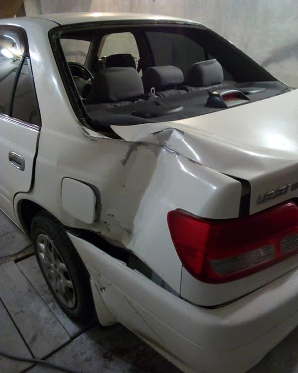 Фото повреждений крыла авто