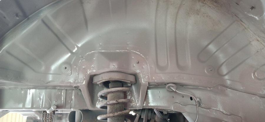 Фото арок авто, подгоовленный к нанесению антикоррозийного состава