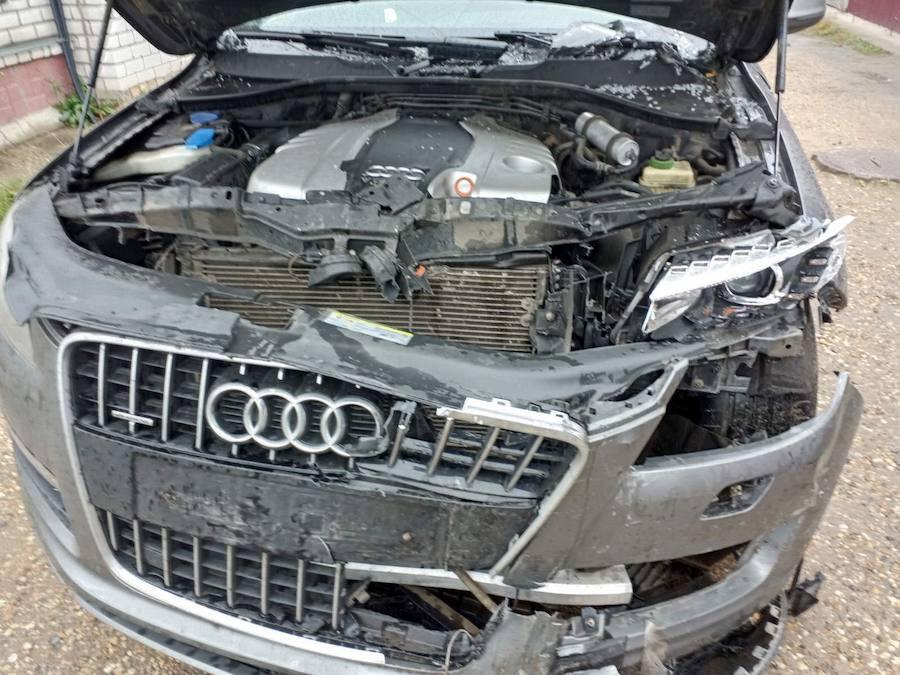 Фото Audi с разбитым передом